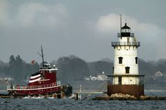 Conimicut Point lighthouse off Warwick may become a place to stay for tourists #RI places