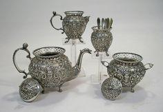 Ornamentaal vierdelig zilveren theeservies, Herbert Hooijkaas, Schoonhoven, 1901