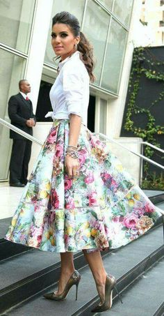 e2c503e9a Love the skirt and the shoes Midi Skirts, Floral Skirts, Floral Skirt  Outfits,