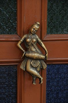 Unique door knobs and knockers - dancer Door Knockers Unique, Door Knobs And Knockers, Knobs And Handles, Door Handles, Door Detail, Cool Doors, Antique Doors, Door Accessories, Door Furniture