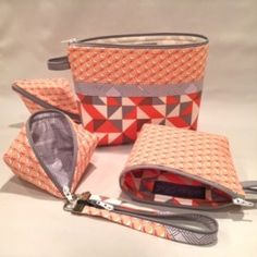 Easy zipper pouch with loop zipper installation. She cuts the zipper apart, sews in half, then easily adds the zipper pull! That makes the zipper pouch or zipper bag open wide. Small Zipper Pouch, Zipper Bags, Fabric Bags, Fabric Scraps, Bag Patterns To Sew, Sewing Patterns, Lazy Girl Designs, Love Sewing, Sewing Tips