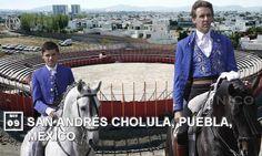 Toca el turno de que Pablo realice su primer paseíllo en la localidad poblana de San Andrés Cholula, estando acompañado por su hijo Guillermo.