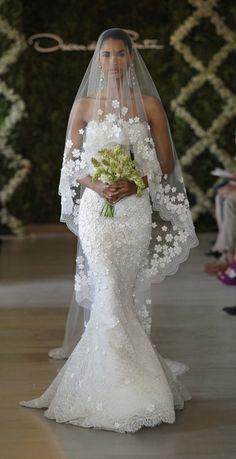 Oscar de la Renta wedding dress Paris 2013