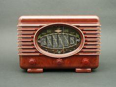 Diesel Punk, Poste Radio, Radio Design, Retro Radios, Old Time Radio, Cool Clocks, Antique Radio, Transistor Radio, Record Players