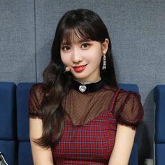 Kpop Girl Groups, Korean Girl Groups, Kpop Girls, Nayeon, Momo Hot, Asian Woman, Asian Girl, Horrible People, Hirai Momo