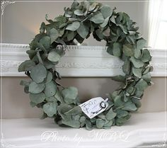 niks mooier dan een eucalyptus krans - Lilly is Love Dried Flower Wreaths, Dried Flowers, Door Wreaths, Grapevine Wreath, Scandinavian Christmas Decorations, Eucalyptus Wreath, Christmas Greenery, Wedding Wreaths, Nature Crafts