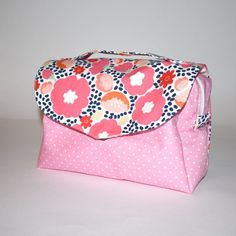 Sewing Tutorials, Sewing Projects, Sewing Patterns, Lunch Bag Tutorials, Fusible Interfacing, Makeup Case, Toiletry Bag, Make Up, Bags