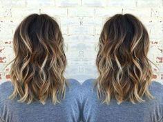 Balayage blond sur brune  adopter une des couleurs les plus tendance pour  cette saison