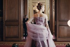 """Early in Paul Thomas Anderson's new film, """"Phantom Thread,"""" a young immigrant woman named Alma (Vicky Krieps) meets Reynolds Woodcock (Daniel Day-Lewis), a designer of couture fashion, at the quain… Vicky Krieps, Em Breve Nos Cinemas, Thomas Anderson, The Blues Brothers, Daniel Day, Day Lewis, City Ballet, Film Stills, Streaming Movies"""