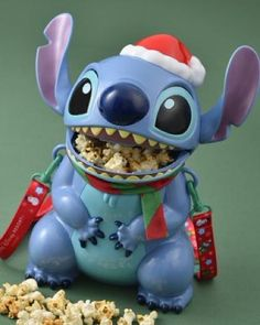 Shared by ling. Disney Drinks, Disney Souvenirs, Disney Food, Cute Disney, Disney Disney, Popcorn Holder, Disney Popcorn Bucket, Comida Disney, Disney Magic Bands