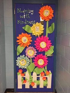 Garden Theme Classroom, Classroom Door, Classroom Themes, Holiday Classrooms, Dorm Door Decorations, School Decorations, Preschool Door, Preschool Bulletin, Art Room Doors