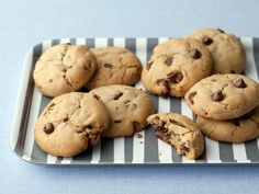Best Chocolate Chip Cookie Recipe - The Chewy Recipe : Alton Brown : Food Network Alton Brown The Chewy, Cookie Recipes, Dessert Recipes, Snack Recipes, Baking Recipes, Best Chocolate Chip Cookies Recipe, Chocolate Chips, Chocolate Cookies, Ghirardelli Chocolate