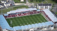 Nom : Stade du Roudourou Ville : Guingamp Capacité : 18 256 places Inauguration : 21/01/1990 (EA Guingamp - Paris-Saint-Germain) Rénovations : 1995 / 2007 / 201