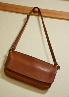 HERZ(ヘルツ)さんの投稿画像 Leather Craft, Leather Bag, Etsy Jewelry, Vintage Shirts, Laptop Case, Leather Working, Photo Props, Kids Shirts, Monogram