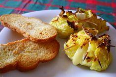Gli involtini di verza sono un secondo gustoso, sano, semplice e rapido da preparare. Io ho scelto di prepararli con il solo ripieno di formaggio e pangrat