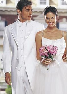 OBX Tuxedo - Convenient and affordable tux rental service for grooms, best men, groomsmen, prom dates and anyone with a black tie event to attend. They are skilled at coordinating the wedding attire for your wedding.