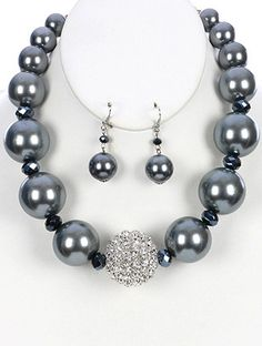 Sophisticated and Elegant Pearl Necklace and Earring Set