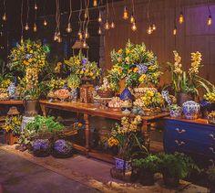 Decoração de casamento em amarelo, azul e branco no Terras de Clara - Constance Zahn | Casamentos