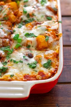 Butternut-Squash-and-Black-Beans-Enchilada-Casserole-5 Enchilada Lasagne, Enchilada Casserole, Casserole Recipes, Runza Casserole, Bean Casserole, Casserole Dishes, Mexican Food Recipes, Vegetarian Recipes, Cooking Recipes