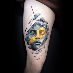 Graphic style sculpture tattoo on the thigh by Vlad Tokmenin