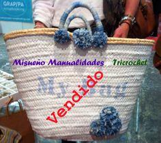 """Capazo grande de mimbre pintado de azul clarito con texto """"My Bag"""" y decorado con pompones de cinta azul tejano. Vendido en la feria HANDMADE en Barcelona. www.misuenyo.com / Facebook Tricrochet."""