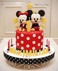 Mickey And Minnie Cake, Minnie Mouse Birthday Cakes, Mickey Mouse Clubhouse Party, Mickey Cakes, Baby Birthday Cakes, Twins Cake, Twin Birthday Parties, Cake Decorating With Fondant, Themed Cakes