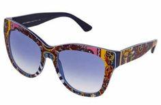 Para Mantener La Elegancia Celebra la llegada del tiempo estival con las gafas de sol de mujer más interesantes de esta temporada. El clásico del verano vu