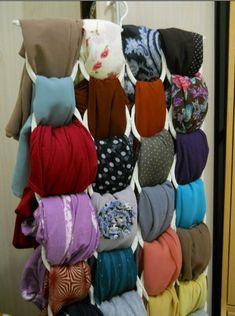 5 Great Ideas for Organizing Your Hijabs – Haute Hijab Организация Шарфов, Организация Хранения В Доме, Дешевый Домашний Декор, Домашний Декор Своими Руками, Хиджабы, Хранение Шарфов, Наряды, Идеи, Manualidades