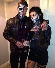 Check couple halloween costumes for adults unique, halloween costumes couples cr. - Happy Halloween - Best Day on Year 2019 Halloween Costume Diy, Scary Couples Halloween Costumes, Halloween Outfits, Adult Costumes, Best Couples Costumes, Halloween 2019, Group Costumes, Family Halloween, Halloween Make Up Scary