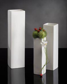 Florero cuadrado (porcelana) - Square flower vase (porcelain)  Medidas - Size: cm.650 x 12 h. cm.650 x 18 h. cm.650 x 24 h.  Para obtener más información pueden ponerse en contacto con nosotros en el teléfono 942 577 381 donde podemos atenderles de Lunes a Viernes de 9:00-13:00 y 15:00-19:00 en el email info@terrafloraplus.com o contactando con uno de nuestros comerciales.  To get more information you can contact us sending an email to info@terrafloraplus.com  http://ift.tt/1NHCpzN…