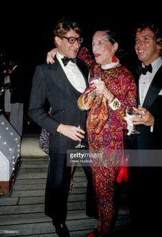 French fashion designer Yves Saint Laurent at a launch party for his Opium perfume line with the American fashion editor Diana Vreeland in Fashion Mannequin, Fierce Women, Diana Vreeland, French Fashion Designers, Fashion Poses, Fashion Editor, Couture Fashion, Style Icons, Artists