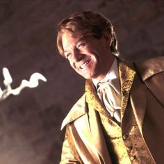 Who is Gilderoy Lockhart? Mundo Harry Potter, Harry Potter Tumblr, Harry Potter Outfits, Harry Potter Characters, Harry Potter World, Harry Potter Memes, Tom Riddle Diary, Harry Potter Professors, Harry Potter Party Decorations