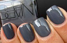 Yes, de nieuwste najaarskleuren voor op je nagels liggen alweer op jou te wachten in de schappen!