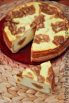 Amikor az első doboz dulce di lechet kanalaztam, bevillant, hogy jé, ez pont olyan, mint a mekis sajttortában a karamell. Úgyhogy amikor... French Toast, Breakfast, Cake, Recipes, Google, Kitchen, Caramel, Breakfast Cafe, Pie Cake