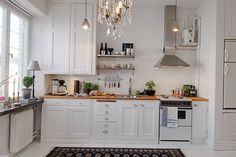 Lovely kitchen—so many details to make this a comfortable place to cook❣ 2014 Home Decorations