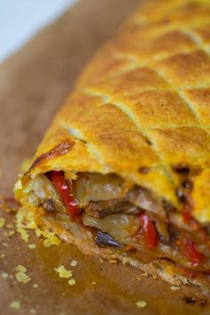 Vegan vegetable roll with puff pastry – pizza Vegetarian Lifestyle, Vegetarian Recipes, Healthy Recipes, Beginner Vegetarian, Healthy Food, Vegan Wraps, Homemade Burgers, Vegan Cookbook, Healthy Sandwiches