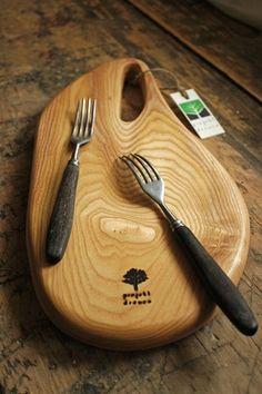 Drewniana deseczka PICASSO do serwowania i krojenia!  http://bogatewnetrza.pl/pl/p/Deska-kuchenna-do-krojenia-i-serwowania-PICASSO/379