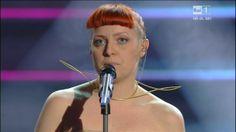 Festival di Sanremo 2014: Gli Abiti e i Look della Seconda Serata | Look! inside you Noemi italian singer red hairstyle bang