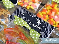 Treat bag topper idea to use with gummy worms. Maybe for school handouts or trick or treaters! Halloween Candy Bar, Halloween Goodie Bags, Diy Halloween Treats, Halloween Potions, Halloween Goodies, Halloween Trick Or Treat, Halloween Party, Halloween 2015, Halloween Ideas