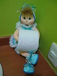 Muñeca porta rollo