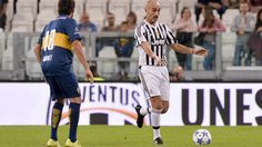 http://www.tuttosport.com/foto/calcio/serie-a/juventus/2015/09/08-3846210/unesco_cup_allo_stadium_la_sfida_tra_leggende/