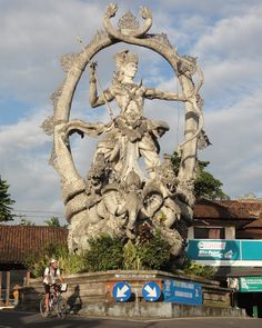 Roundabout art - Ubud, Bali