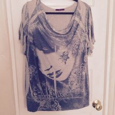 BEAUTIFUL TEESHIRT BY JULIES CLOSET This is like new. With split sleeves Julies closet Tops Tees - Short Sleeve
