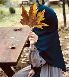 Image may contain: 1 person, flower, outdoor and nature Modern Hijab Fashion, Muslim Women Fashion, Stylish Hijab, Hijab Chic, Hijab Drawing, Drawing Poses, Hijabi Girl, Girl Hijab, Hijab Cartoon