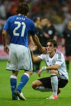 Mesut Özil and Andrea Pirlo Germany Football Team, Football Is Life, World Football, Football Soccer, Uefa European Championship, Fifa, Andrea Pirlo, Legends Football, Most Popular Sports