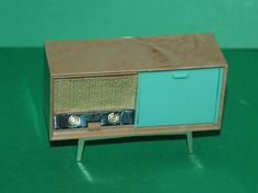 Vintage Dolls House Triang Radiogram Ref KM10002 in Dolls & Bears, Dolls' Miniatures & Houses, Vintage Items | eBay Mini Tv, Vintage Dolls, Miniatures, Ebay, Projects, House, Home Decor, Log Projects, Blue Prints