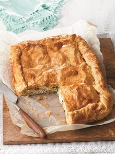 Create this sweet and savory crowd-pleasing cheese pie whenever inspiration strikes. Cheese Recipes, Pie Recipes, Healthy Recipes, Greek Recipes, Healthy Food, Brunch, Cheese Pies, Fresh Herbs, Apple Pie