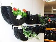 Resultado de imagem para jardins verticais com materiais reciclaveis