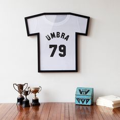 T-frame T shirt display by Umbra