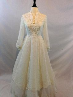 VINTAGE 1960s Organza Full Floral White Lace Pearled Wedding Dress with Train